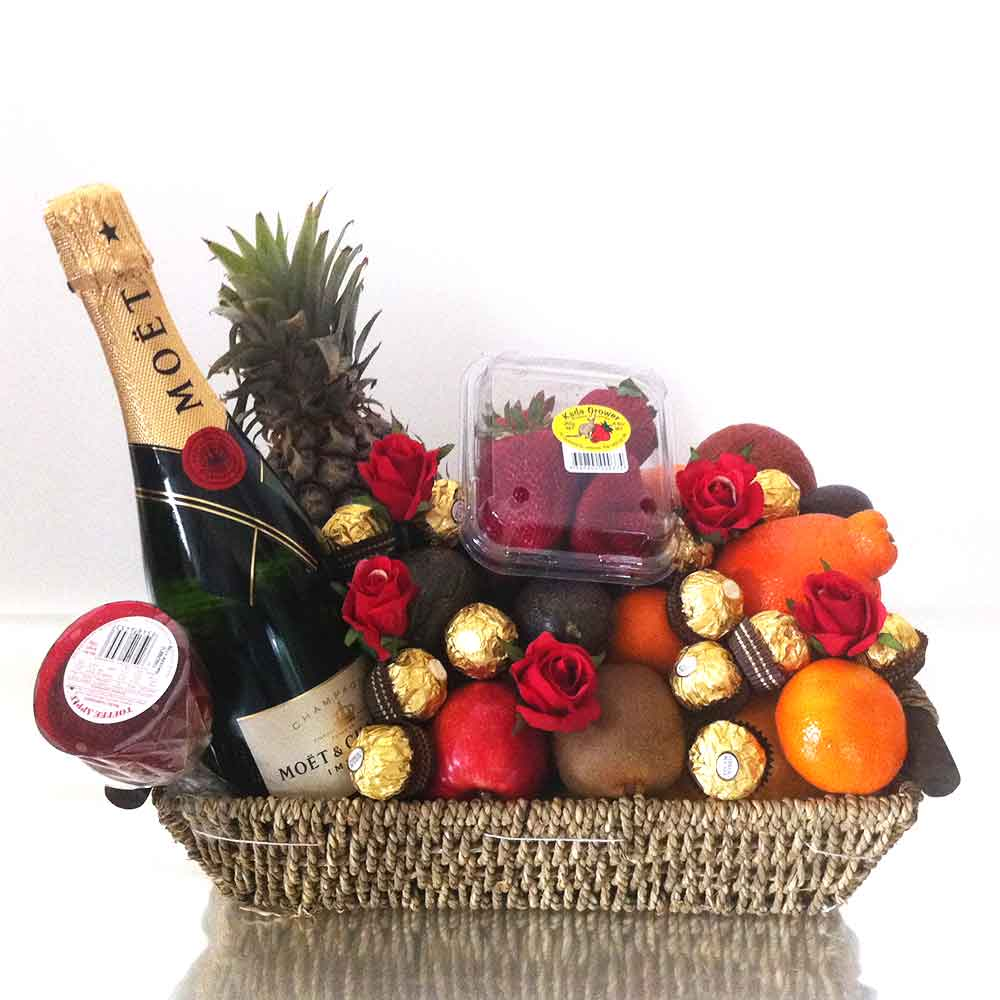 gift-baskets-champagne-chocolate